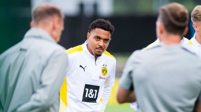 Donyell Malen in het shirt van Borussia Dortmund.