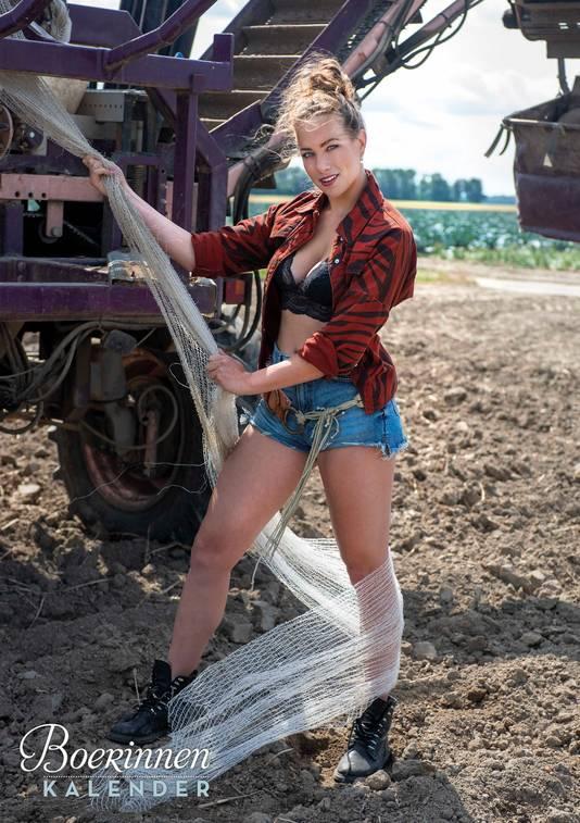 Boerendochter Julia Harmsen (20) uit het Gelderse Hengelo.