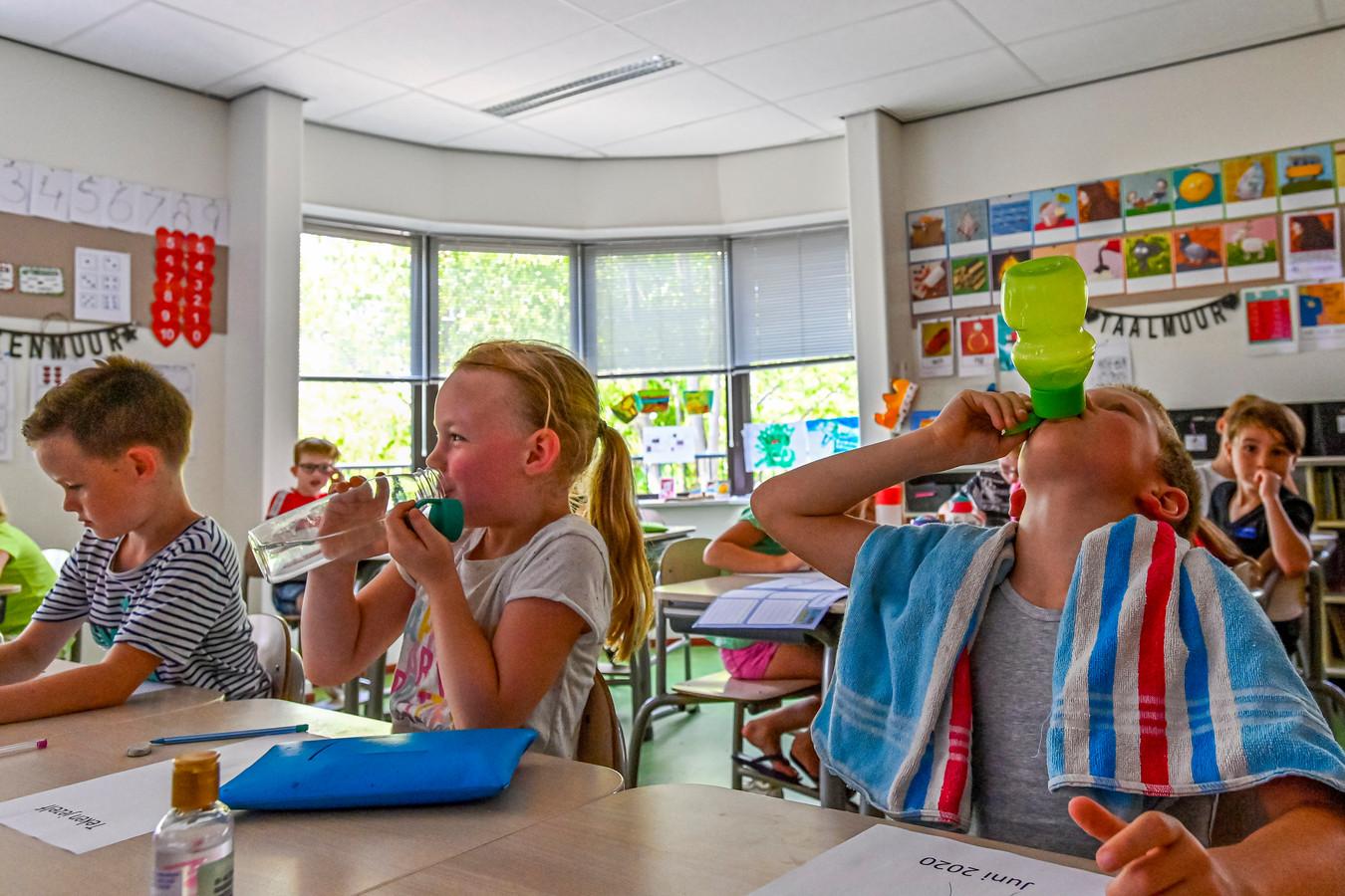 SB: 27-06-2020 Online geplaatst en betaald BN DeStem 26-06-2020 - Etten Leur - Foto: Pix4Profs/Peter Braakmann - Leerlingen en docenten op basisschool De Hofstee zuchten onder de enorme hitte, omdat de klimaatinstallatie het al jaren niet doet.