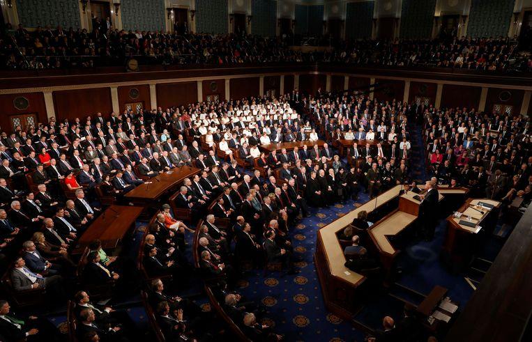 Vrouwelijke Democraten hebben besloten in het wit gekleed te gaan, als eerbetoon aan de suffragettes en verliezend Democratisch presidentskandidate Hillary Clinton. Beeld REUTERS