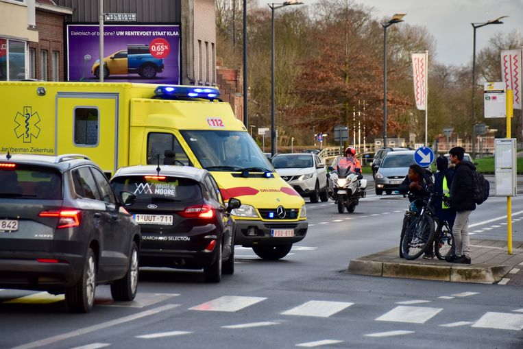Door het ongeval was er een tijdlang verkeershinder langs de Burgemeester Vercruysselaan in Kortrijk.