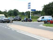 Motorrijdster gewond na aanrijding met auto in Hellendoorn
