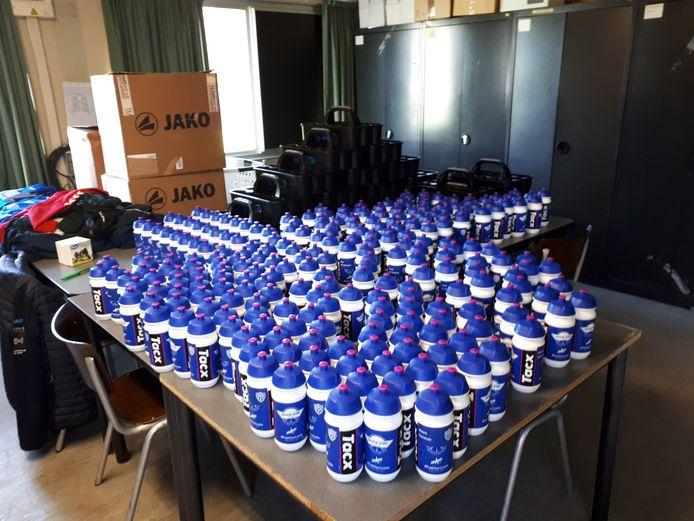 FC Destelbergen heeft gepersonaliseerde drinkbussen met dank aan Quickstep.
