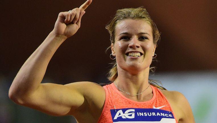 Dafne Schippers viert de overwinning op de 200 meter tijdens de Diamond League-wedstrijd in Brussel. Beeld AFP