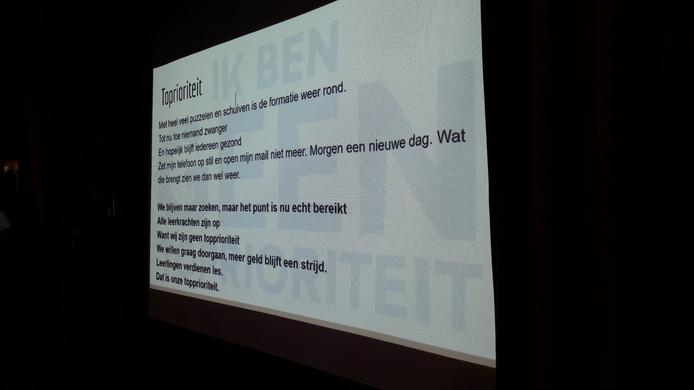 Leraren Naomi Zwier en Tijs Valkenburg schreven een lied voor de onderwijsstaking
