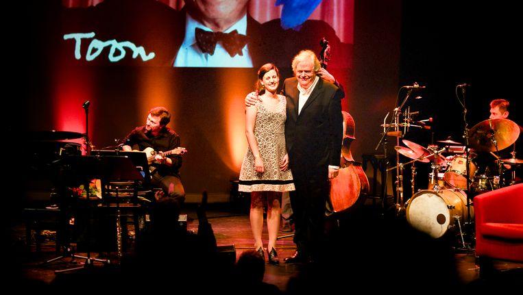 Zangeres Lissa Meyvis, verteller Herman Van Hove en hun uitmuntende begeleidingsband. Beeld © RV