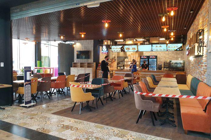 De nieuwe vestiging van Chitir Chicken in het Ninia Shopping Center in Ninove is alvast open voor takeaway.