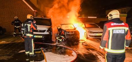 Auto's branden uit in Alphen