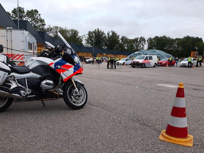 Zo'n zeventig politiemensen, marechaussee en , douanemedewerkers voerden woensdag controles uit rond het knooppunt Gorinchem. Wie werd staande gehouden werd naar steunpunt De Banne gebracht.