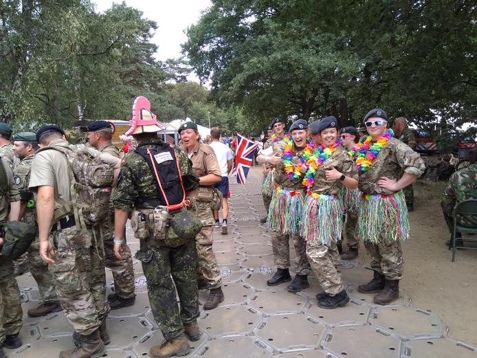 Ook de Britse militairen hadden er nog zin in.