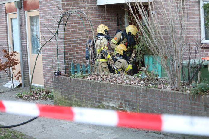 Een woning in Apeldoorn stond zondagmiddag vol rook door een brand.