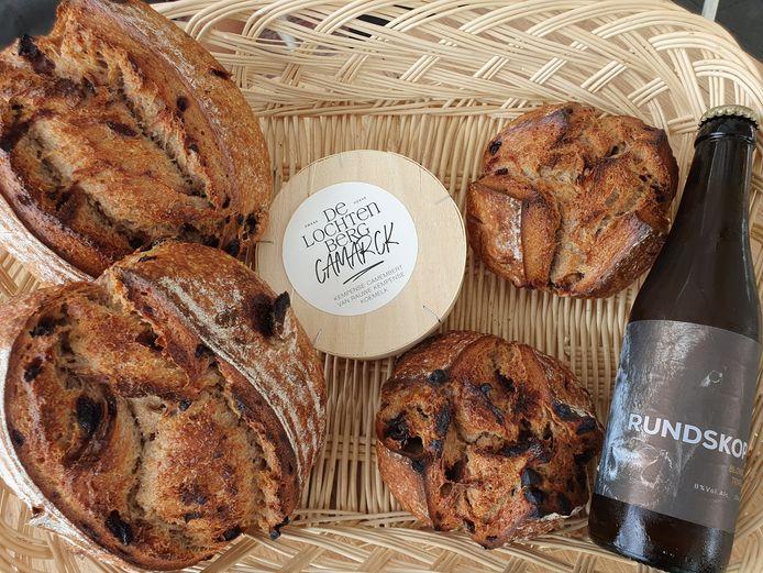 Een nieuw en uniek streekrproduct bij Smaakhoeve De Lochtenberg: brood uit Vosselaar, vlees uit Oud-Turnhout/Merksplas en kaas uit Merksplas.