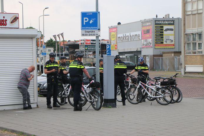 Zo'n veertig agenten staan paraat rondom de moskee