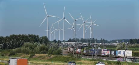 A15 wordt lang lint van windmolens en zonneparken, ook Buren wil meer 'energie langs de snelweg'