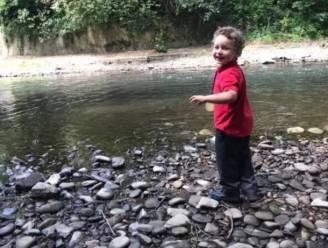 Lichaam van jongen (5) gevonden in rivier: stiefvader beschuldigd van moord, moeder en minderjarige ook betrokken