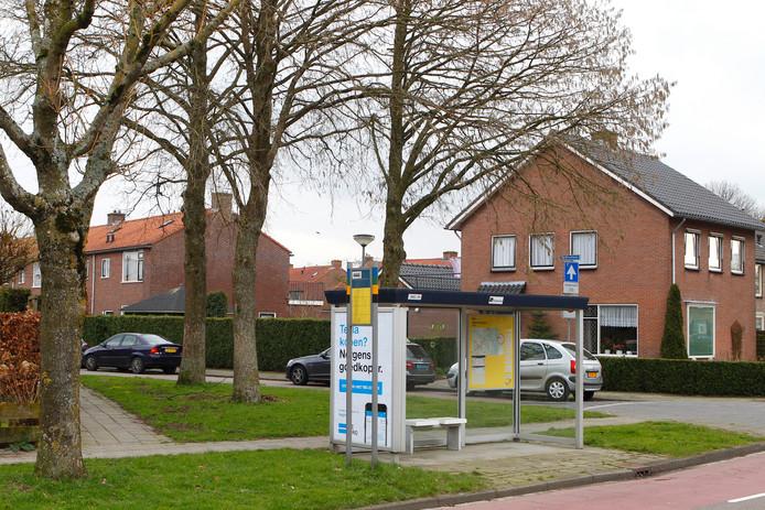 De jongen beweerde bij deze bushalte in Nijkerk mishandeld te zijn.