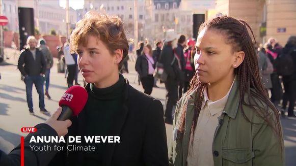Anuna De Wever (links) en Jada Kennedy (rechts), een van de nieuwe woordvoerders van Youth for Climate.