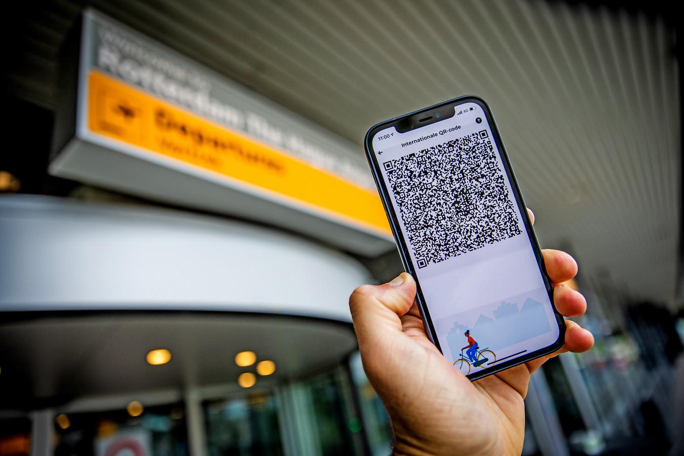 Een internationale QR-code die getoond moet worden om op reis te kunnen.
