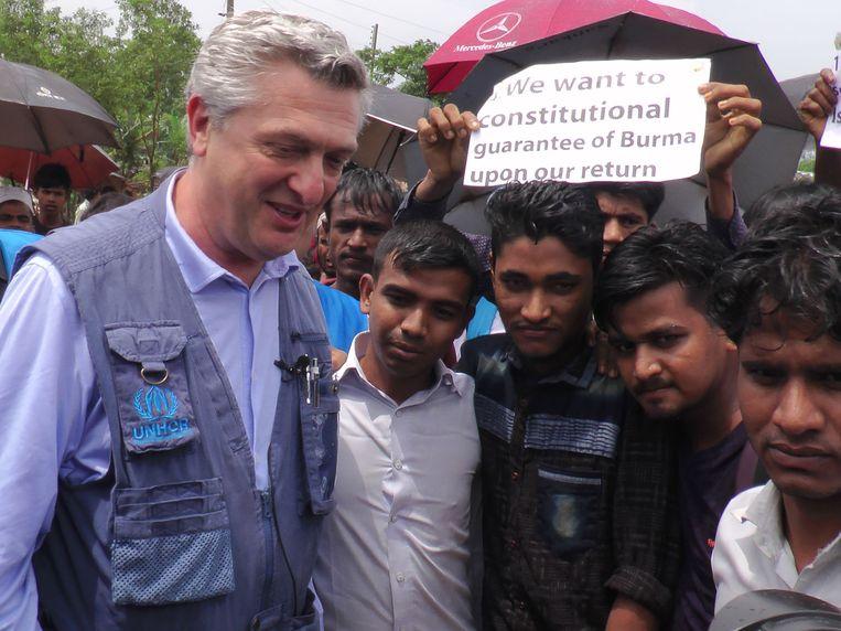 De Hoge Commissaris voor de Vluchtelingen van de Verenigde Naties, Filippo Grandi bezoekt een vluchtelingenkamp in Bangladesh.  Beeld AFP