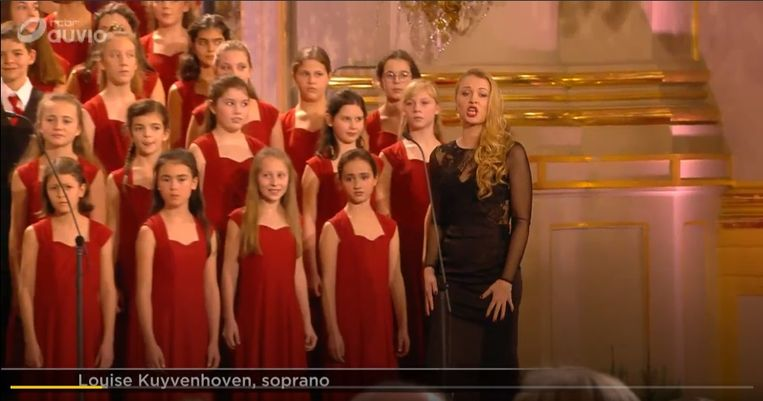 Louise Kuyvenhoven (27) uit Stasegem is een van de twee solisten die afgelopen weekend mochten zingen voor de Koninklijke familie op het jaarlijkse Kerstconcert in het Koninklijk Paleis. Morgen, Kerstdag, wordt het concert uitgezonden op Eén.