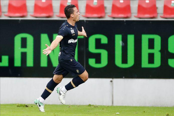 Benavente trof al meteen raak voor Antwerp tegen Zulte Waregem.