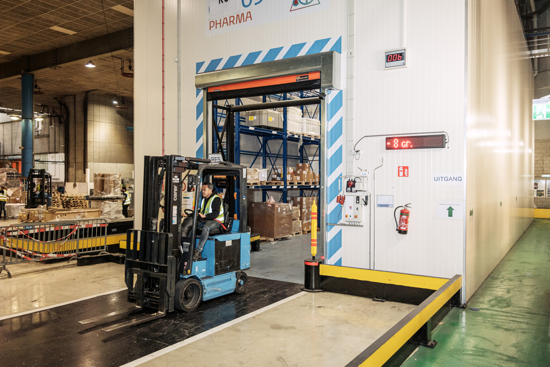 Pharma koelhuis bij KLM Cargo op Schiphol.  Beeld Jakob Van Vliet
