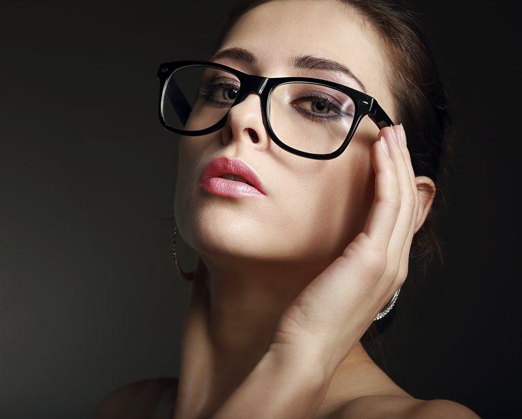 Algemeen geldt: hoe dikker het montuur, hoe dikker je eyeliner mag zijn. Maar overdrijf ook niet.