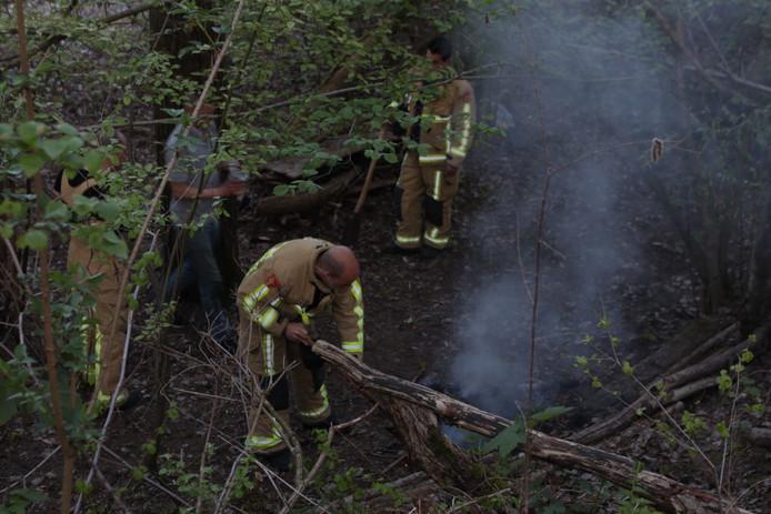 Brandweer laat brandstichter eigen vuurtje blussen