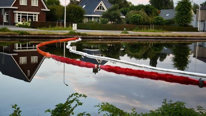 Spoor van olie in kanaal Almelo De Haandrik, vermoedelijk afkomstig van schip