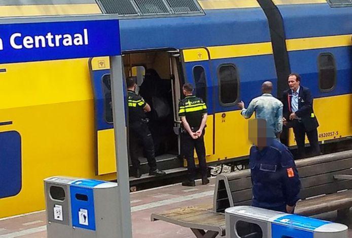 De vrouw weigerde de trein te verlaten.
