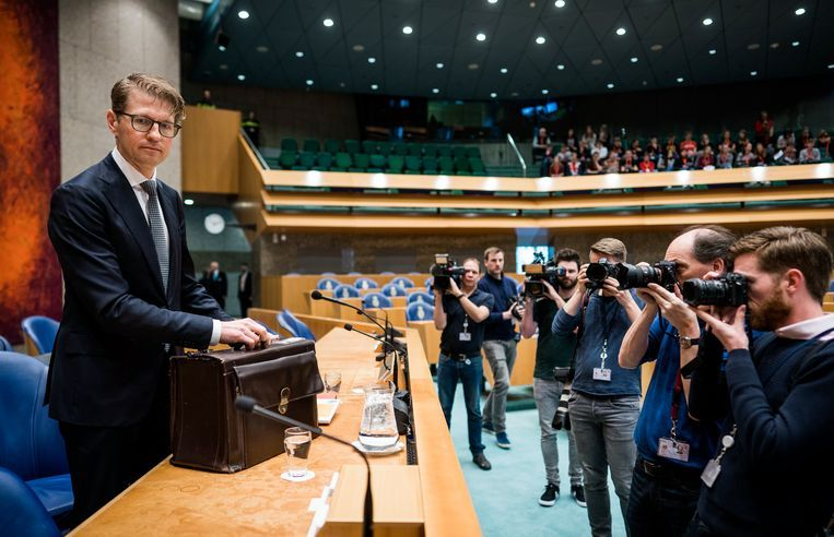 De presentatie van het pensioenakkoord, in handen van minister Koolmees en Mariëtte Hamer, voorzitter van de SER. Beeld Raymond Rutting / De Volkskrant