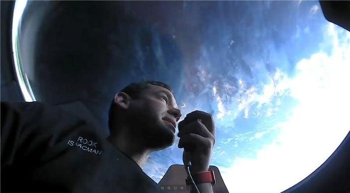 Jared Isaacman, membre de l'équipage d'Inspiration4, lors de son premier jour dans l'espace.