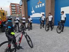 370 kilometer fietsen over de stranden van Cadzand tot Ameland: 'We kunnen max 20 kilometer per uur'