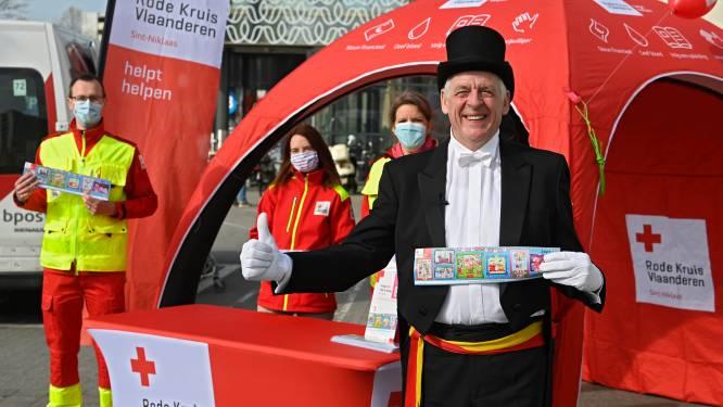 """""""Niet op kruispunten, maar op vaste standplaatsen in openlucht"""": Rode Kruis lanceert zestigste stickeractie aan Waasland Shopping"""