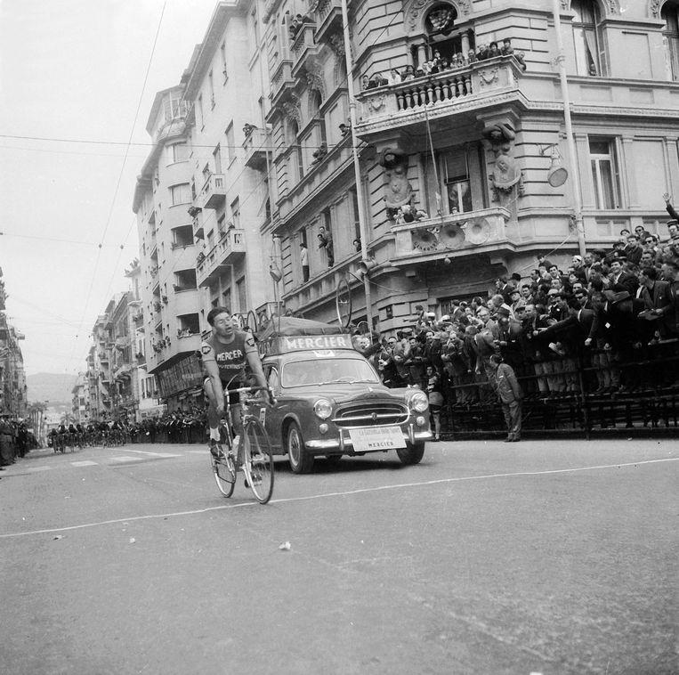 Raymond Poulidor wint Milaan-Sanremo in 1961. Beeld BELGAIMAGE