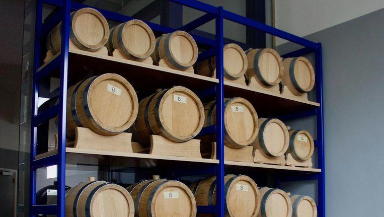 De houten vaten waarin de eigen stooksels staan te rijpen Beeld Brouwerij Troost