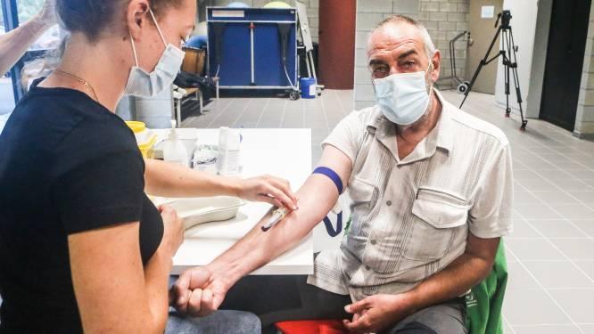 """""""Wil weten wat er in mijn lijf zit"""": buurtbewoners 3M nemen deel aan bloedonderzoek naar PFAS-verontreiniging"""