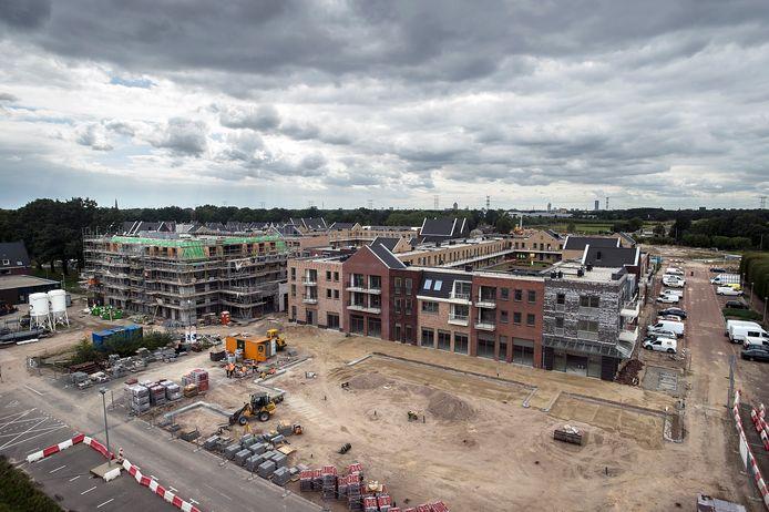 Het winkel- en wooncentrum van Koningsoord in aanbouw.