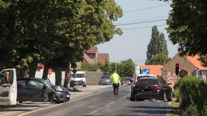 Bejaarde automobilist (89) in levensgevaar na botsing aan rode lichten