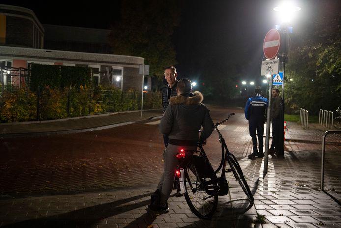 In oktober vorig jaar bezocht Hans Broekhuizen al eens het station in Vroomshoop: een van de plekken waar veel overlast is.