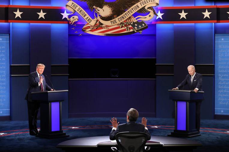 President Donald Trump en zijn Democratische uitdager Joe Biden tijdens hun eerste verkiezingsdebat. Beeld EPA