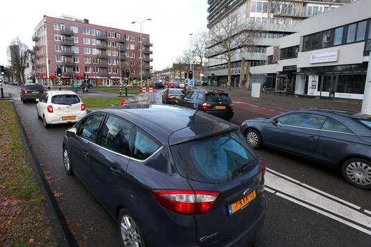 Drukte op kruispunt Stratumsedijk/Hertogstraat.