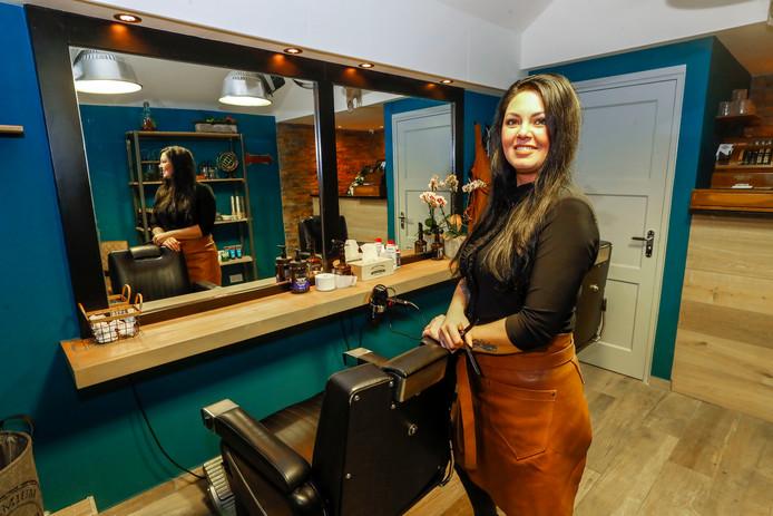 Danielle de Groot opent haar eigen barbershop in Dommelen.