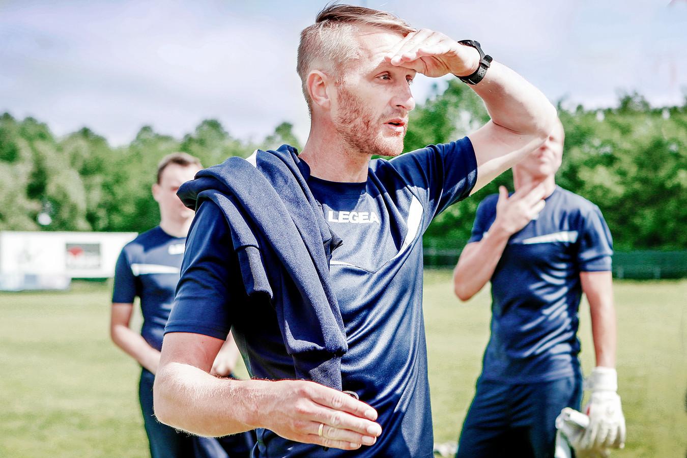 Wim De Decker blikt vooruit en probeert de fundamenten voor de toekomst van SK Deinze te leggen.