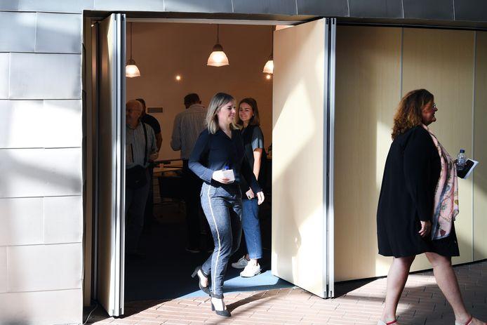Eline van Boxtel verlaat voor de laatste maal de raadszaal als wethouder.
