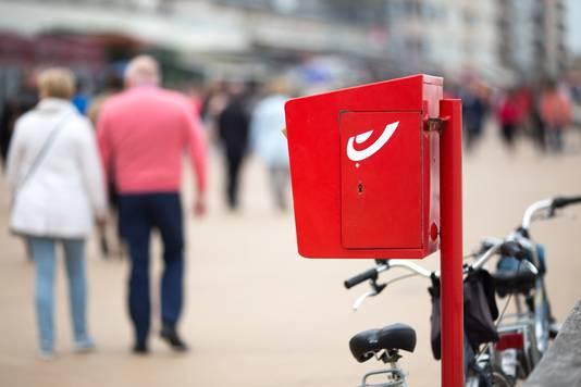 Bijna waren de oranje brievenbussen van PostNL rood geworden. De Belgen van Bpost wilden het Nederlandse bedrijf dolgraag overnemen, tot ergernis van veel politieke partijen in de Tweede Kamer.