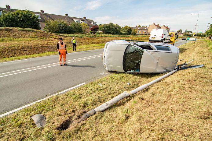 Auto over de kop geslagen in Houten