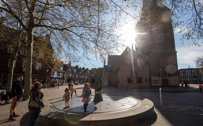In Wageningen begon Koningsdag met een carillon concert vanuit de Grote Kerk.