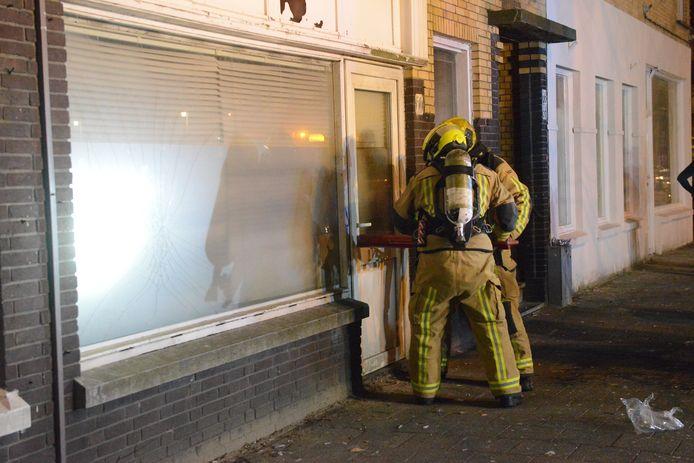Brand in leegstaand winkelpand in Van Musschenbroekstraat.