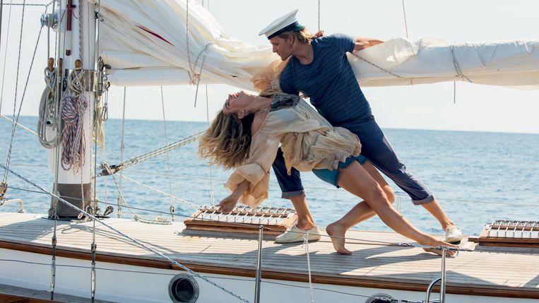 Lily James en Josh Dylan in Mamma Mia! Here We Go Again. Beeld